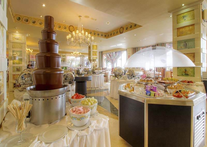 Hotel-Reina-Isabel-Las-Palmas-restaurant-roma-1