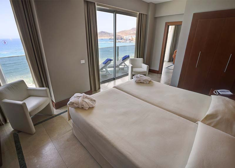 Hotel-Reina-Isabel-Las-Palmas-junior-suite-sea-view-4