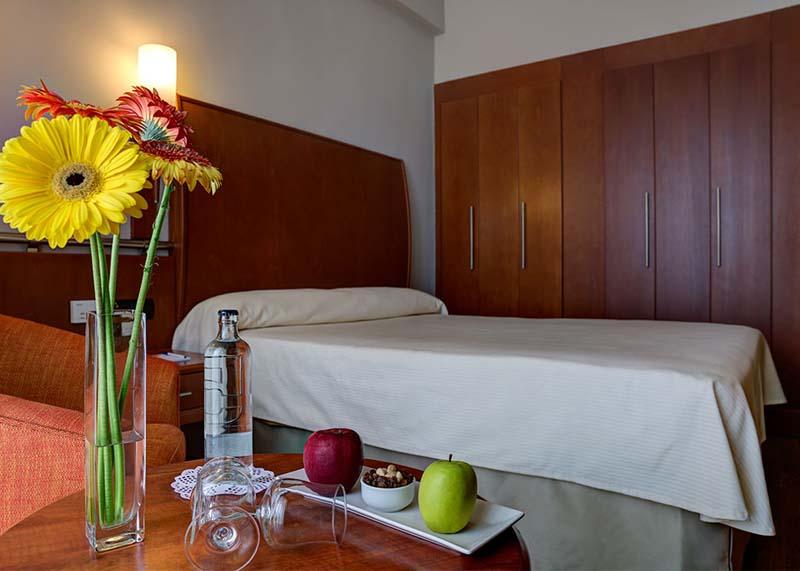 Hotel-Reina-Isabel-Las-Palmas-single-room-1