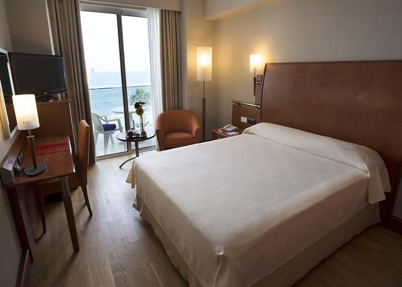 Hotel-Reina-Isabel-Las-Palmas-single-room-sea-view-1